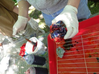 Tie-dying at the Oak Park Art League, outdoors on a lovely day!  Photo by Elaine Luther.