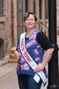 Elaine Luther Wearing Pockets for Women Sash No. 14, Copyright Elaine Luther 2015, photo by Dulce Rodriguez