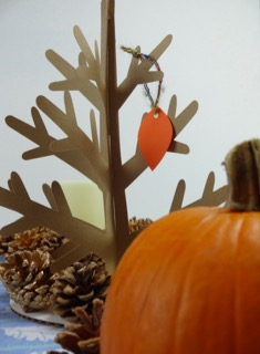 Make a Thanksgiving Centerpiece with Pine Cones, Acorns and a Gratitude Tree