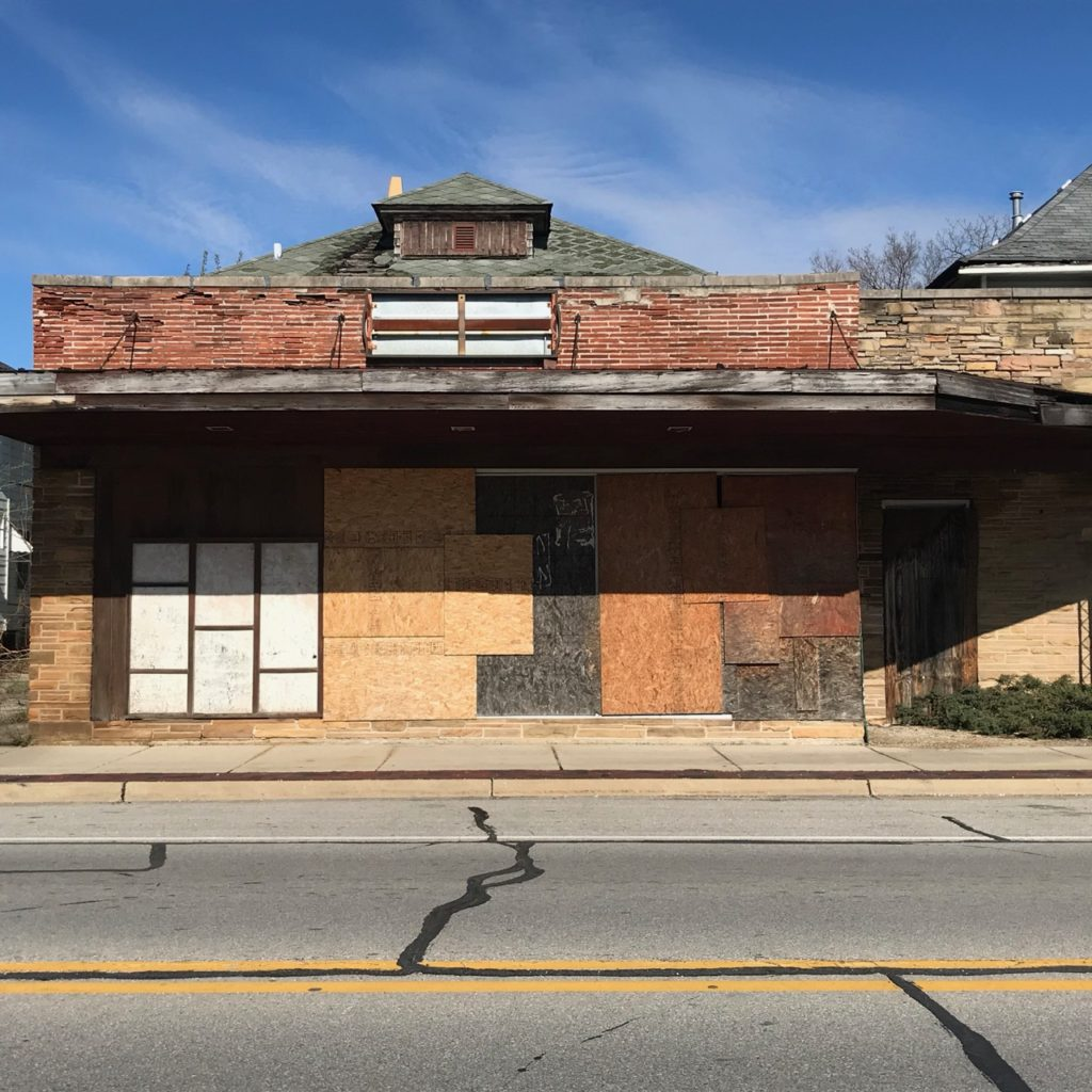 Boarded up building, photo by Elaine Luther, 2020.