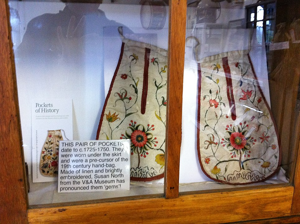 Pair of pockets (ca 1725 - 1750), linen with embroidery, to be worn under a dress, on display in the Swaledale Museum in Reeth, England